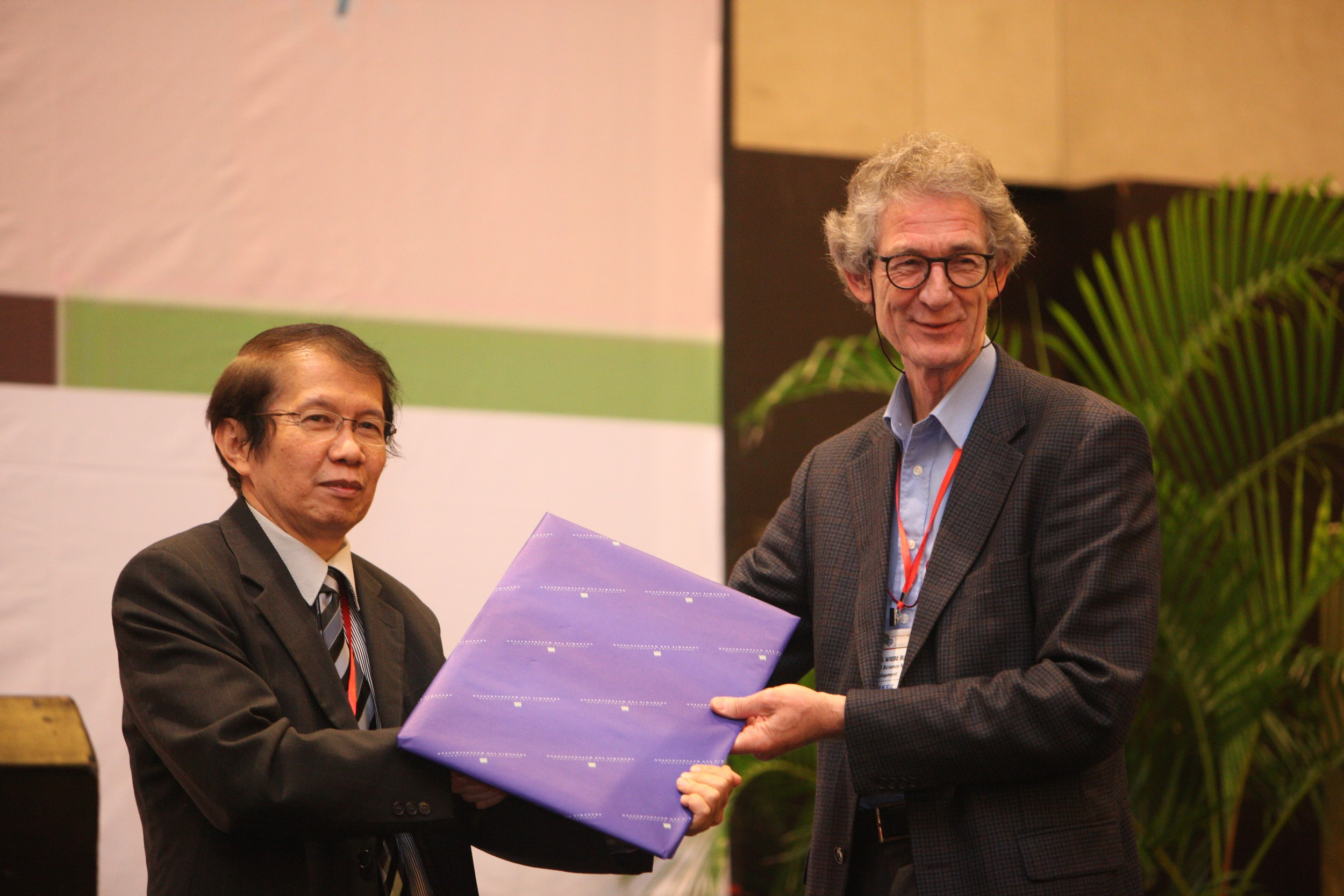 Prof. Wiebe Bijker gives present to Prof. David Muljono representing host university UNHAS